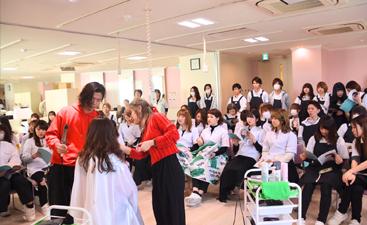 美容学校での撮影デモンストレーション