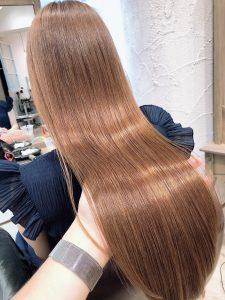 【髪質にお悩みの方必見】縮毛矯正とストレートパーマの違いは何?!